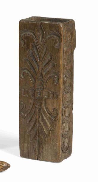 Coffin en pin cembro de forme rectangulaire,...