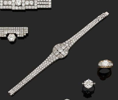Bracelet ruban souple en platine serti de...