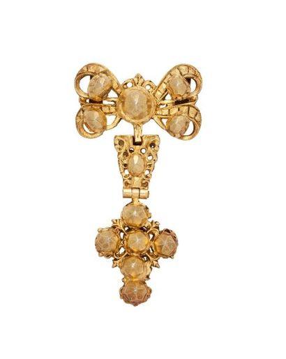 Croix à pointes de diamant en vermeil, composée...