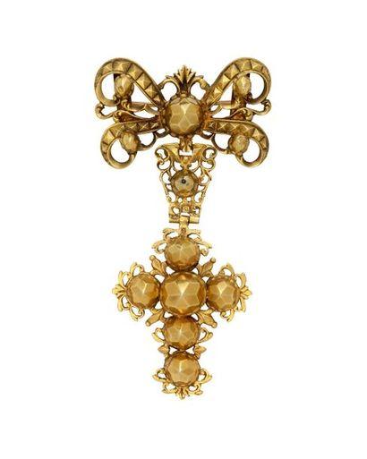 Croix à pointes de diamant en or, composée...