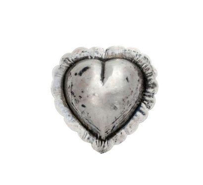 Coulant en forme de coeur festonné en argent....
