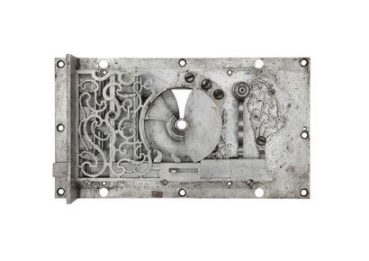 Serrure et sa clef. Travail de maîtrise en fer forgé, découpé à jour et sculpté....