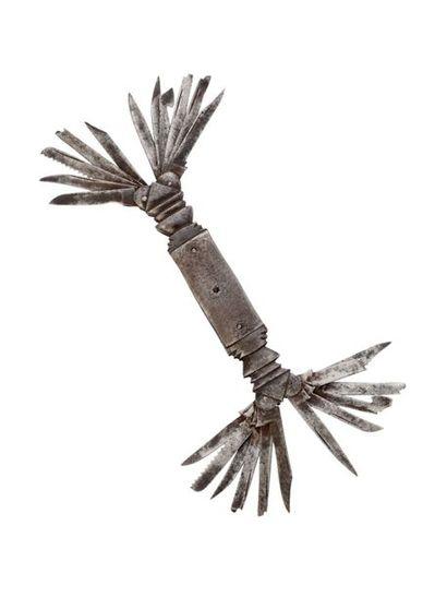 Couteau pliant en fer forgé à vingt-trois...