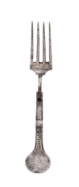 Fourchette pliante à quatre dents, en fer...