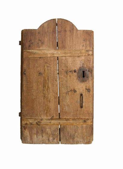 Porte de grenier dit ''mazot'' en pin, dotée...