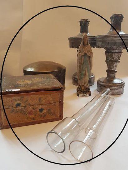 LOT : coffret en bois peint, Vierge en plâtre,...