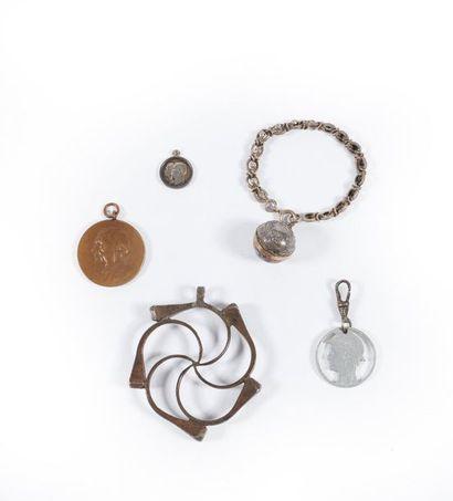 LOT : bracelet boule en argent (poids 9,4...