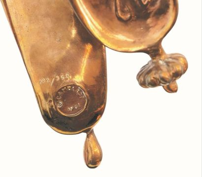 """Salvador Dali (1904-1989)  """"Persistance de la Mémoire"""" (1980)  En bronze doré sur..."""