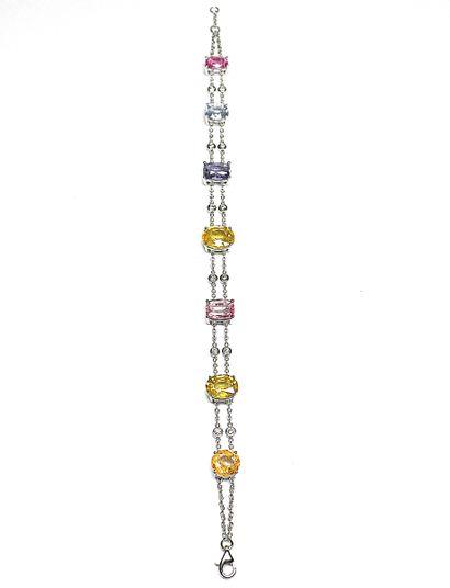 Ravissant bracelet en or blanc serti de 7...