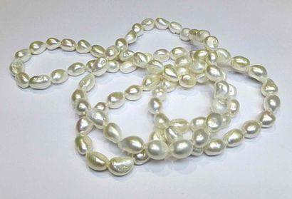 Un sautoir très original en perles de culture...