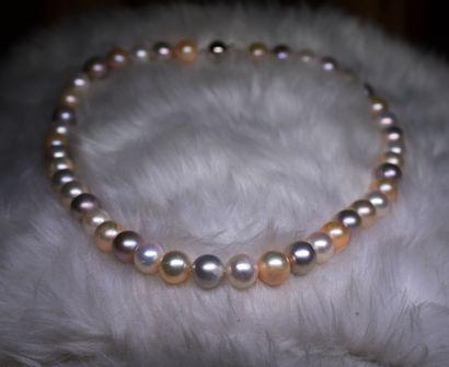 Important collier de perles de culture naturelles...