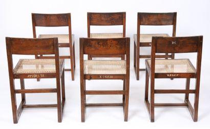Pierre JEANNERET (1896-1967) Ensemble de six chaises en teck massif. Dossier plein...