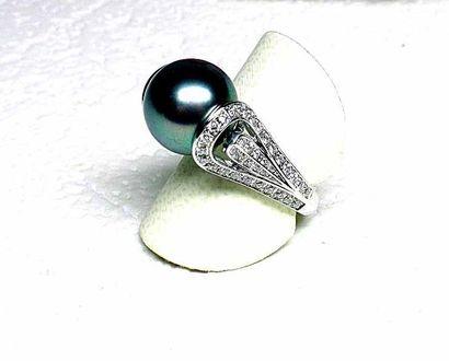 Bague or blanc griffes et anneau stylisés...