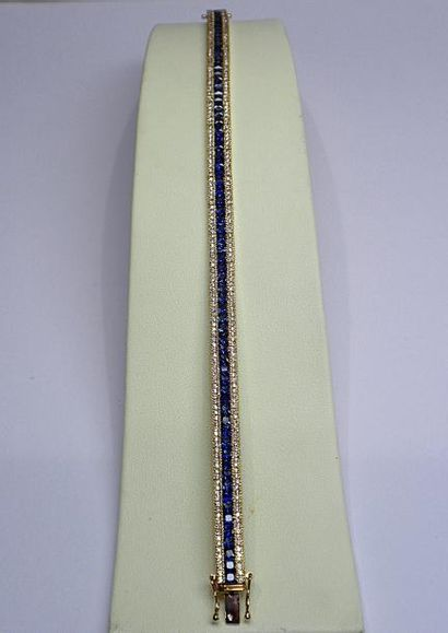 Bracelet ligne or jaune serti de saphirs...