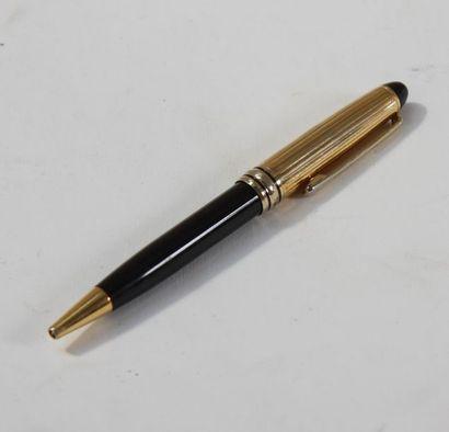 Stylo bille Cartier  Corps laqué noir, partie...
