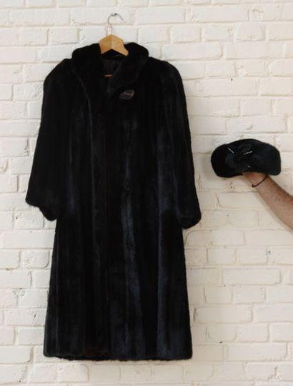 Manteau de vison et son chapeau  Etat neuf...