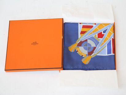 Un foulard Hermès Dans son coffret d'origine,...
