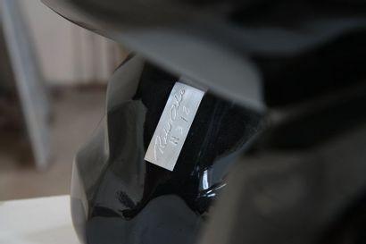"""""""WILD KONG OIL"""" de Orlinski Sculpture en résine de couleur noir brillant crée et..."""
