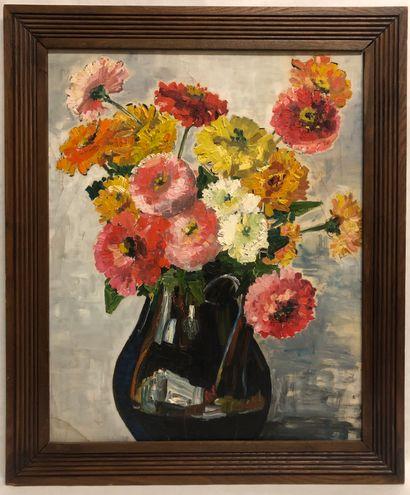 Ecole du XX ème. Vase fleuri. Une huile sur...