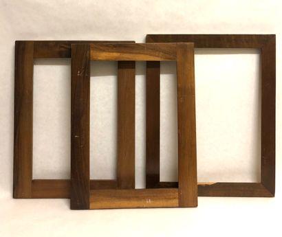 TROIS CADRES en bois ciré à profil plat....