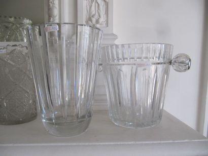 Lot comprenant un seau à champagne et un vase en cristal