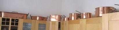 Importante batterie de cuisine en cuivre....