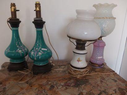 Lot de 4 lampes comprenant une paire de lampes...