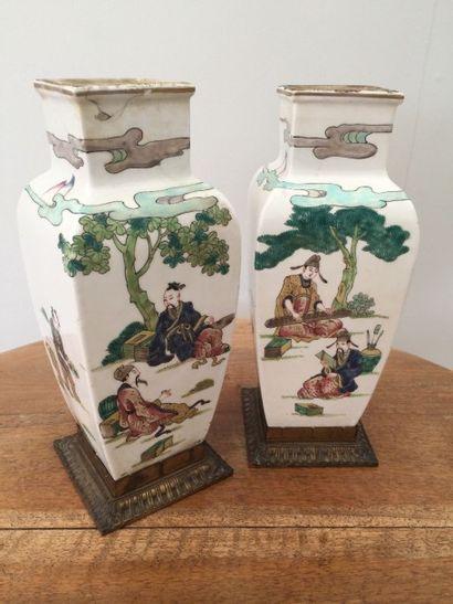 Paire de vases montés en porcelaine à section...