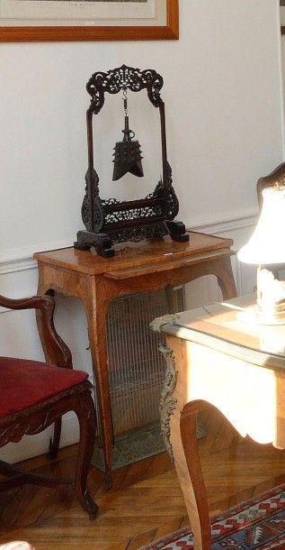 Cloche gong en bronze dans le style archaïque,...