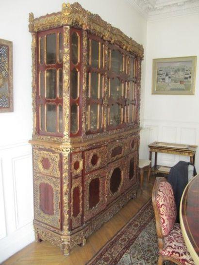 Bibliothèque vitrée en partie haute en bois...