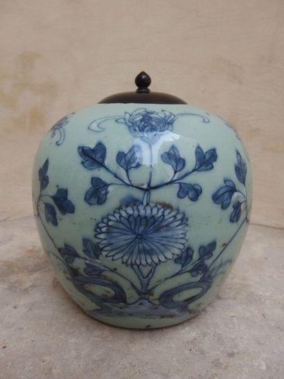 Pot à gingembre en porcelaine à fond bleu...
