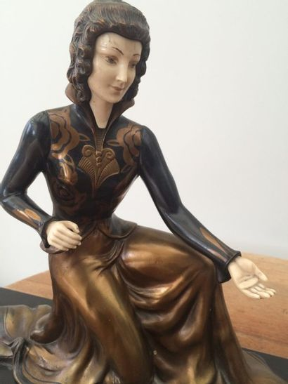 """Sculpture chryséléphantine """"Femme et biche"""". Bronze à patine noire et bronze, tête..."""