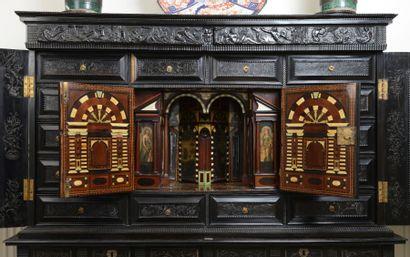Cabinet en ébène, Paris vers 1640-1660. Cabinet en ébène, placage d'ébène et bois...