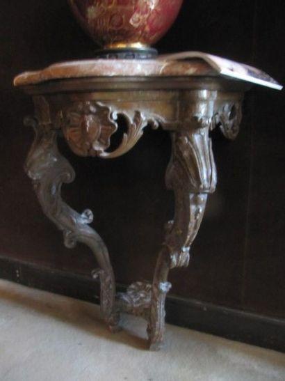 Console d'applique en bois sculpté et ajouré...