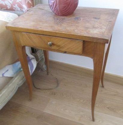 Petite table d'appoint en bois de placage,...