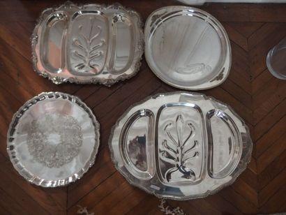 Lot de quatre plats en métal argenté dont...