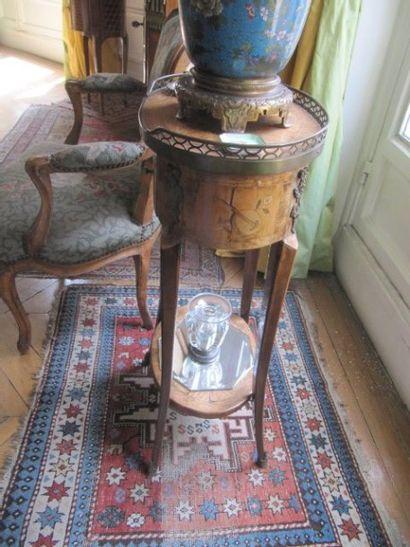 Petite table de salon de forme tambour en...