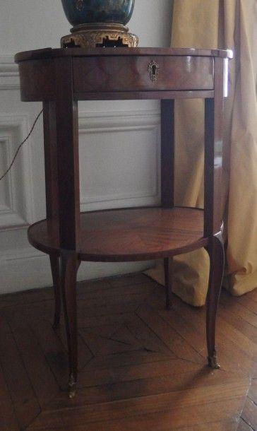 Petite table de salon ovale en acajou et...