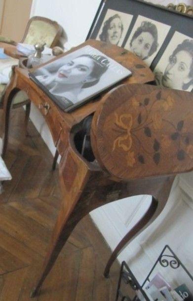 Table liseuse en bois de placage et marqueterie...