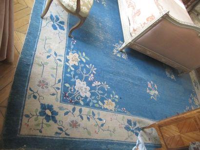 Tapis chinois à fond bleu 370 x 450 cm (...