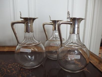 3 Facons en verre monté monogrammés CORA,...