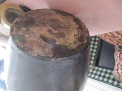 Georges JOUVE (dans le goût de) Cruche en céramique émaillée noir, non signée. Haut.:...