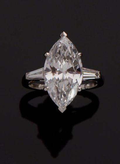 """BAGUE """"SOLITAIRE"""" Bague """"Solitaire"""" en platine à 950/00, ornée d'un diamant taille..."""