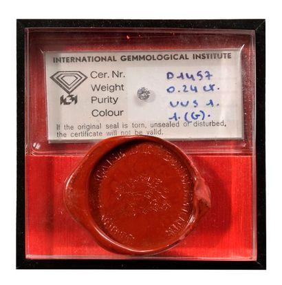 DIAMANT PLACEMENT. Poids : 0,24 carat. Couleur G, pureté VVS 1.