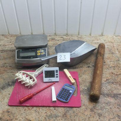 lot de petits matériels ( balance, thermomètre,...