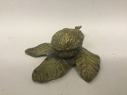 ENCRIER en bronze doré et ciselé reproduisant...