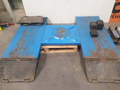 TABLE ELEVATRICE, poid max 2500 KG.
