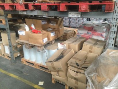 Lot CONDITIONNEMENT: Bâches, cartons angle,...