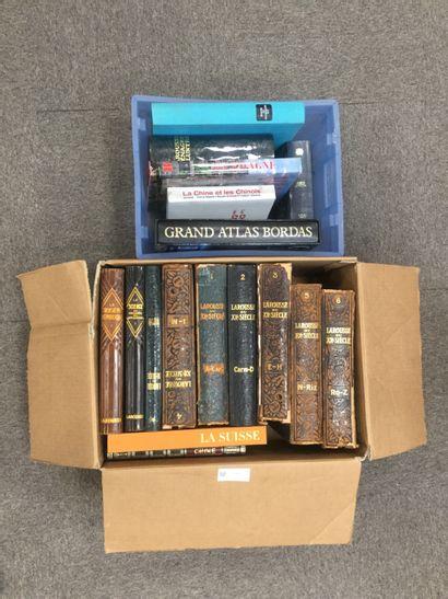 2 Cartons comprenant : 7 Volumes du LAROUSSE...