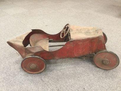 Ancienne voiture en tôle pour enfant.
